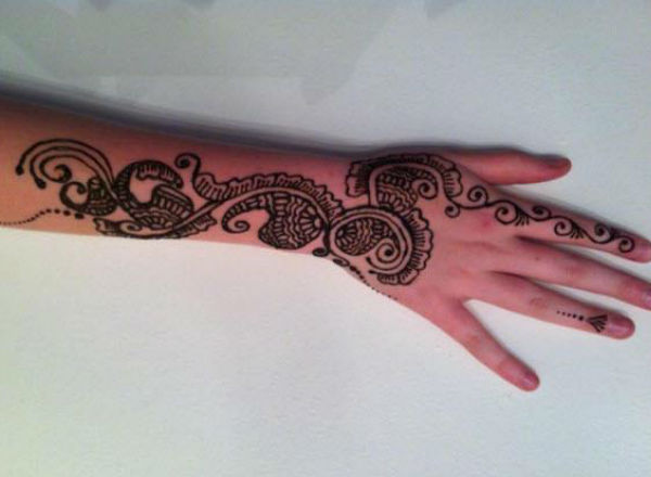 Henna at your occasion – watch